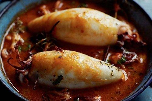 Calamares rellenos con salsa de almendra